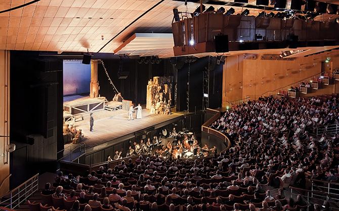 Teaterbåten Showboat Malmö Opera full salong