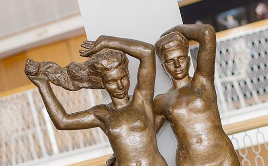 Bronsskulptur i Malmö Operas foajé
