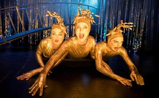 Tre guldiga sjöjungfrur ur föreställningen Guldet