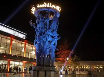 Tragos på Malmö Operas piazza