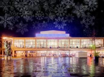 Operahuset i kvällsljus