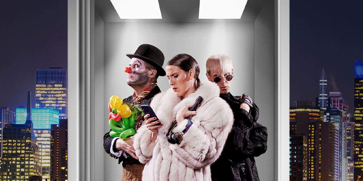 Tre personer i en hiss